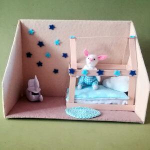 Coco Rabbit en su habitación