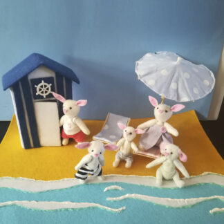 """Tapete de juego """"Los Bunny en la playa""""."""